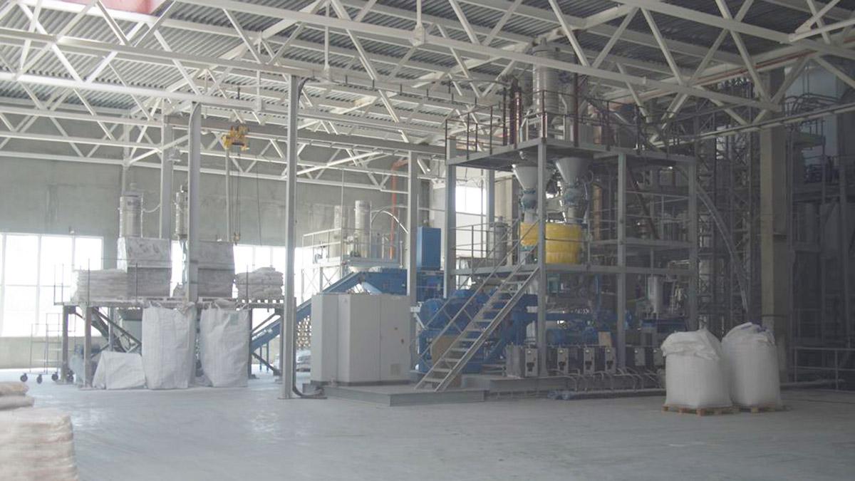 Комплекс смесеприготовления укомплектован самым современным оборудованием компаний Henshel (Германия) и Plasmec (Италия) и работает в полностью автоматическом режиме